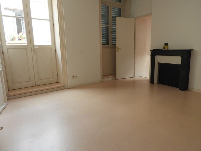 location Appartement 2 pièces Thiers 63300