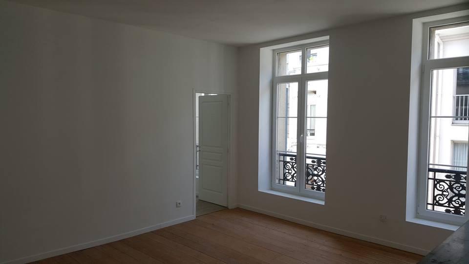 Loue T2 de 28m² au centre de CAMBRAI<BR>Charmant appartement vous proposant une chambre, une salle d'eau et un salon(une kitchenette avec plaque électrique et réfrigérateur).<BR>Ce logement  refait à neuf, possède beaucoup de cachet .<BR><BR>Loyer 400 euros <BR>Charges 50 euros (eau, électricité et nettoyage des parties communes, ordures ménagères)<BR>Honoraires de 200 euros à la charge du locataire.Mme LE PARQUIER Audrey LECLERC Stephanie 0625142812 / 0603870456 cambrai1@maxihome.email   Agent commercial indépendant du réseau national clairimmo Maxihome N° RSAC : 815 116 13200011 PRIUM - Ville du greffe : PARIS