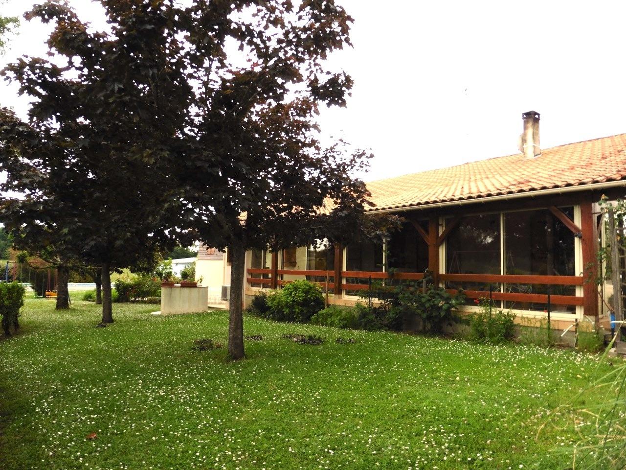 vente maison/villa 8 pièces Saint-Pardoux-Isaac 47800