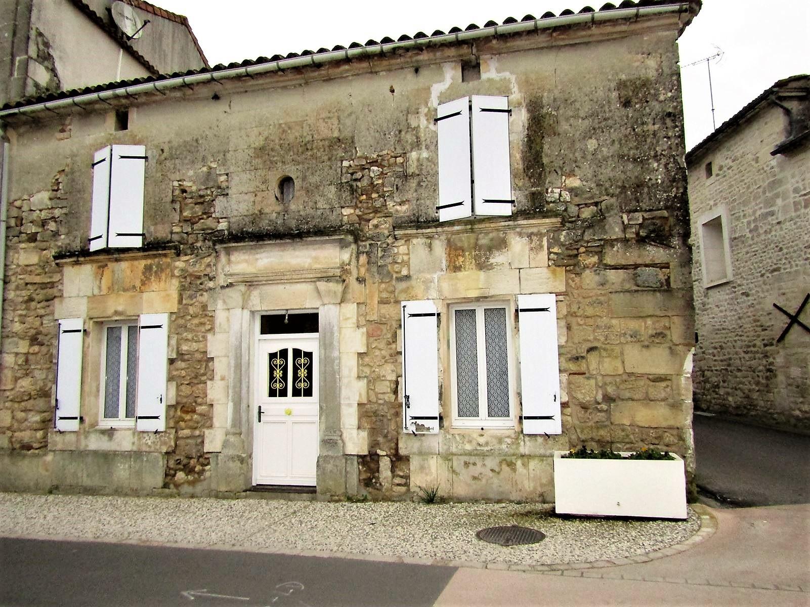 vente maison/villa 7 pièces Sireuil 16440