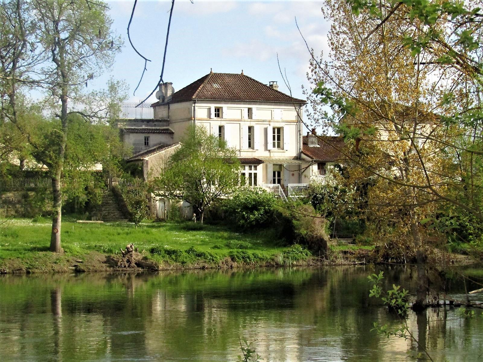 vente maison/villa 8 pièces Nersac 16440