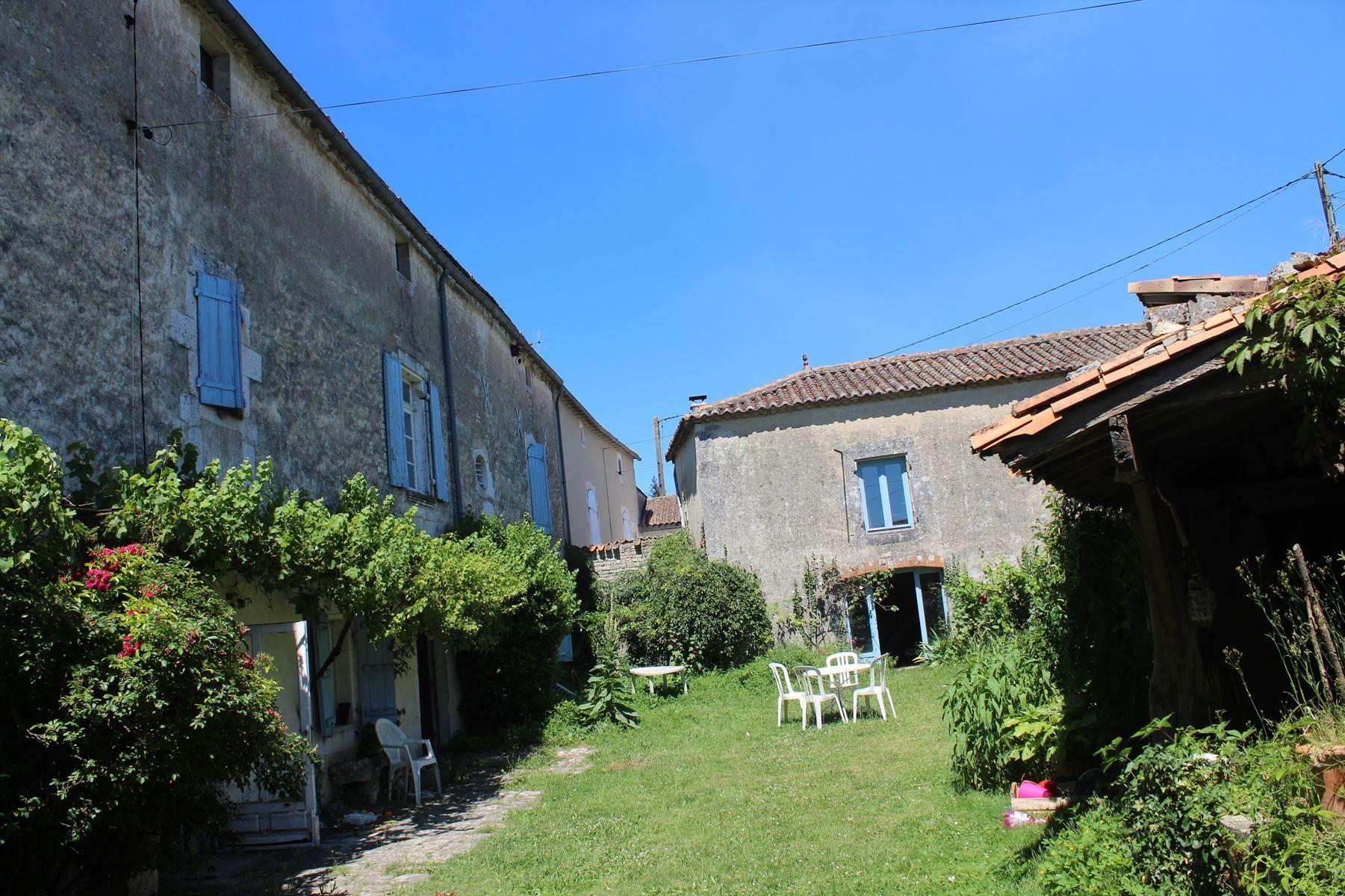vente maison/villa 10 pièces Anais 16560
