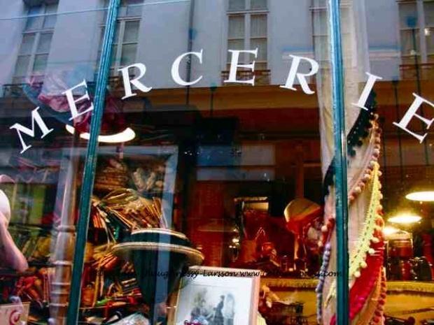 Affaire a saisir...Je vous propose cette boutique situee dans Paris 20eme.Ce joli magasin comprend une surface de 25m2,mise en valeur par une vitrine de 5 metres. Idéalement situee dans un quartier commercant-dynamique,a deux pas de métro. Loyer 550 eur./mois. Étudie toutes les offres sauf restauration avec cuisson. Mme Zinaida CAZAC 06 75 47 69 93 / 01 809 16 809 poste 9150 commerces.paris20@maxihome.email. Honoraires : 17.14% du prix de vente.  Agent commercial indépendant du réseau national clairimmo Maxihome N° RSAC : 487898389 FCI - Ville du greffe :